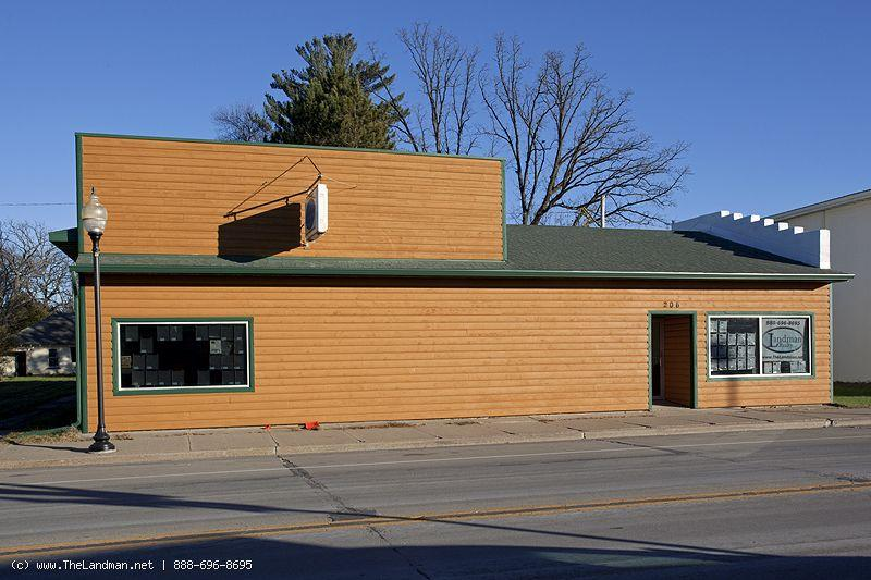 1763911 commercial building with 4 bdrm home attached